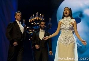 Nicole canta opera