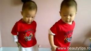 Bebelusi care danseaza Gangnam Style