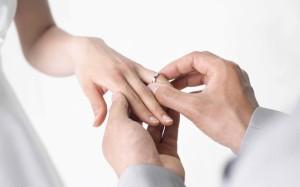de-ce-se-poarta-verigheta-pe-degetul-inelar