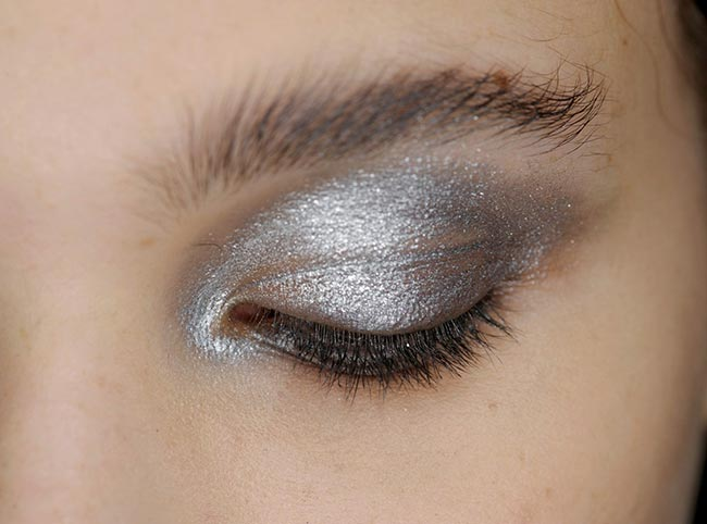 machiaj-argintiu-ochi