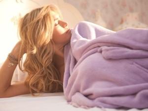 de ce sa dormi dezbrăcată